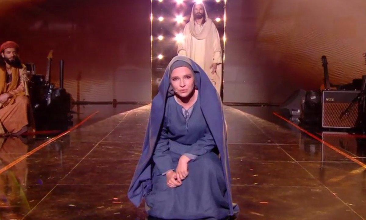 """""""Jésus"""" : Anne Sila et Clément Verzi chantent sur la scène de """"The Voice"""""""