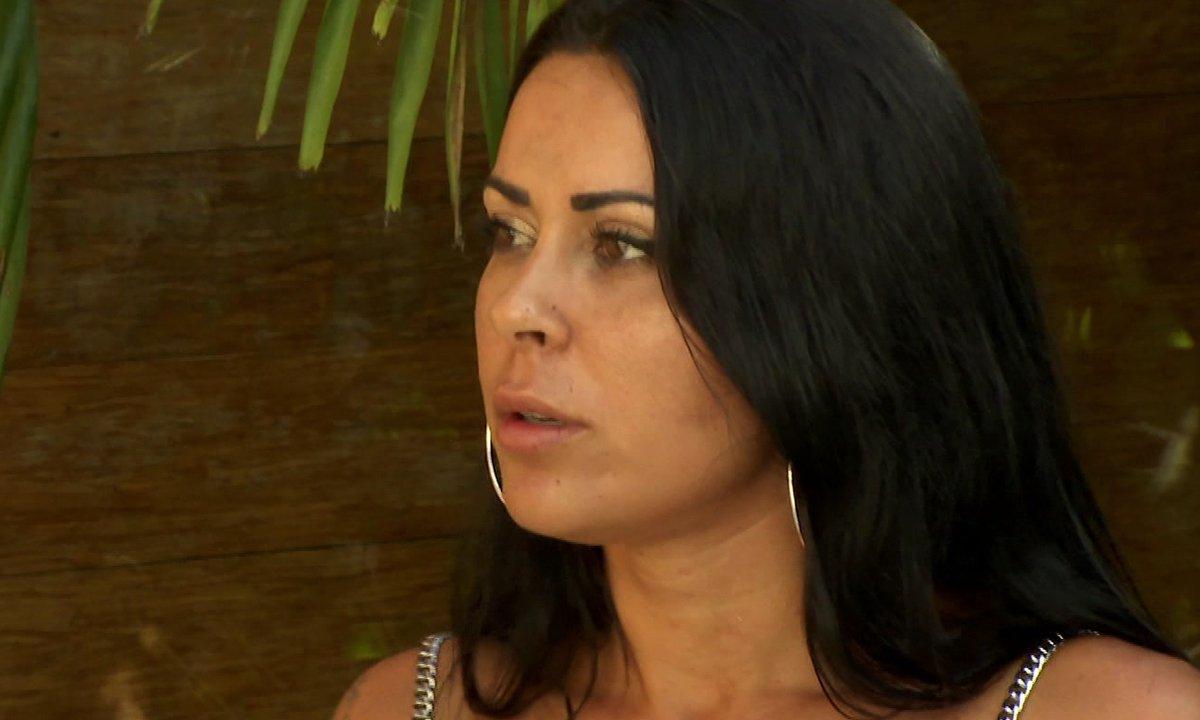 Shanna surprend Ayoub et Lola seuls dans une chambre