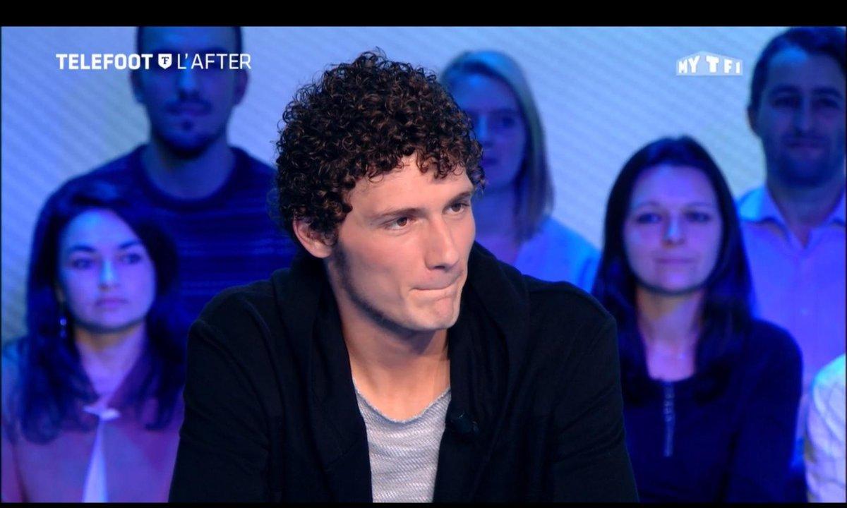 """Téléfoot, l'After - Benjamin Pavard reprend """"Le Chanteur"""" de Balavoine"""