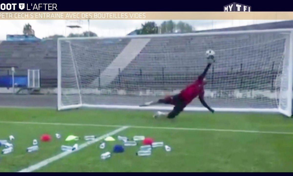 MyTELEFOOT L'After - Le Buzz : Petr Cech s'entraîne avec des bouteilles vides