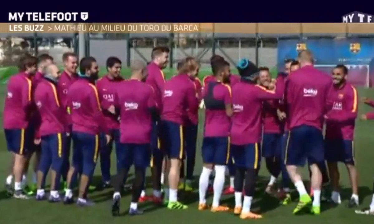 MyTELEFOOT - Le Buzz : Le toro complètement fou du FC Barcelone
