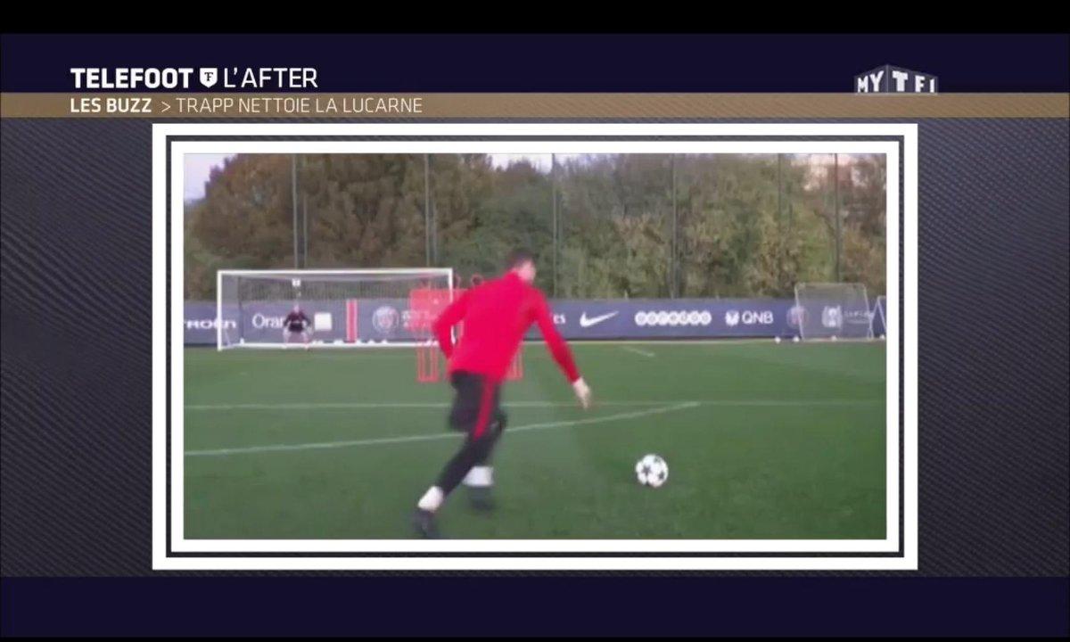 Téléfoot, l'After - Le Buzz : Kévin Trapp nettoie la lucarne à l'entraînement