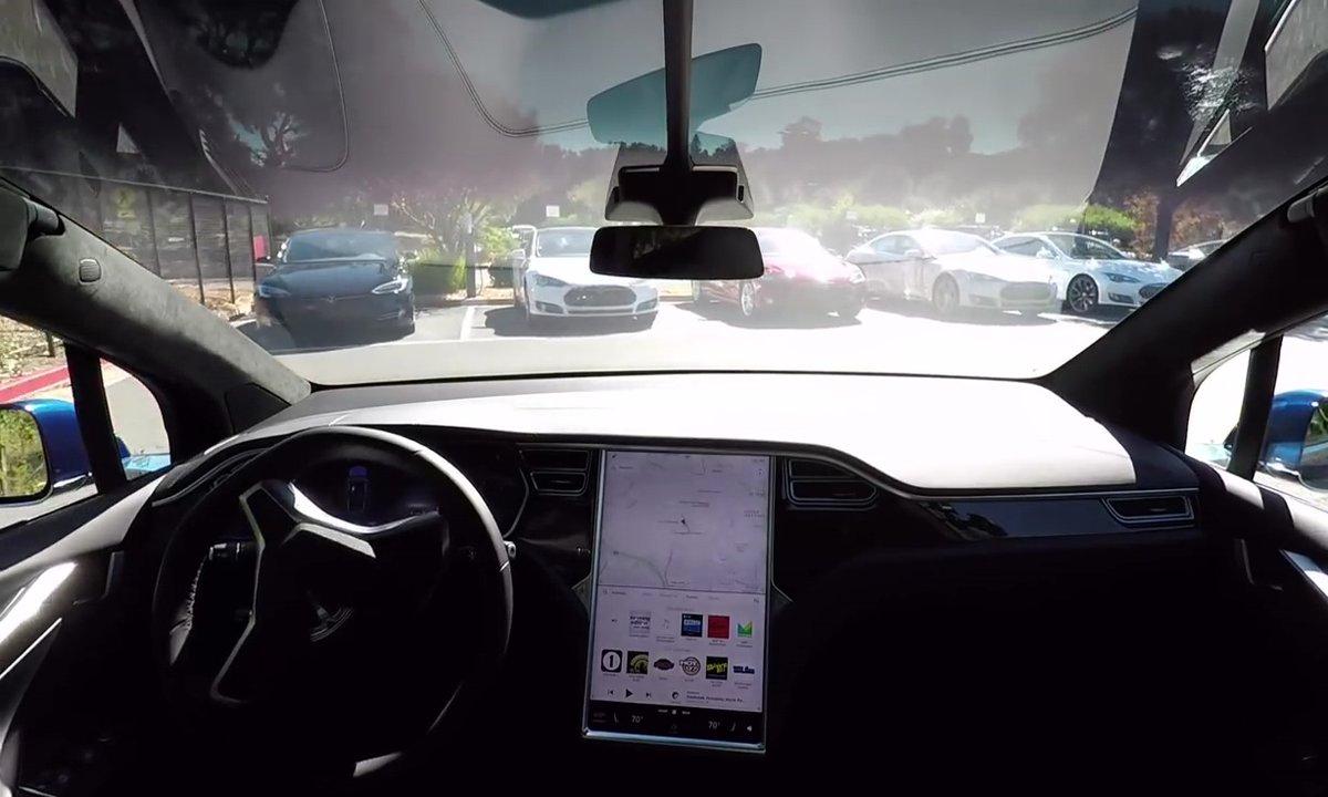Tesla présente son Autopilot 2.0 pour des voitures 100% autonomes en 2016
