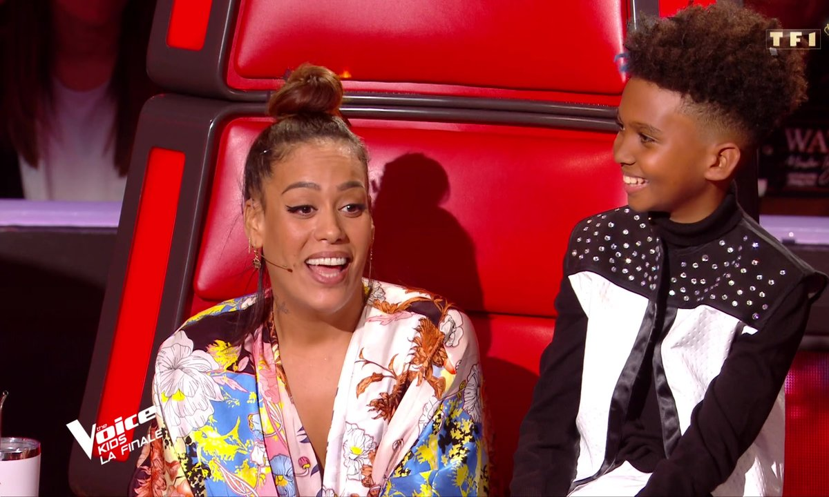 The Voice Kids : Amel Bent laisse son fauteuil de coach à Kendji Girac