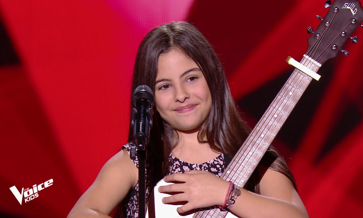 The Voice Kids – Eva chante « Down on my knees » d'Ayo
