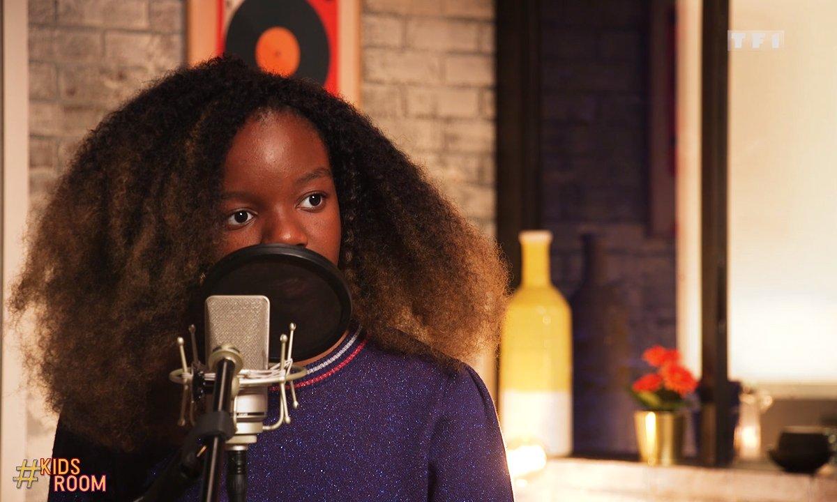 """The Voice Kids : Lisa chante """"Les yeux de la mama"""" de Kendji Girac"""