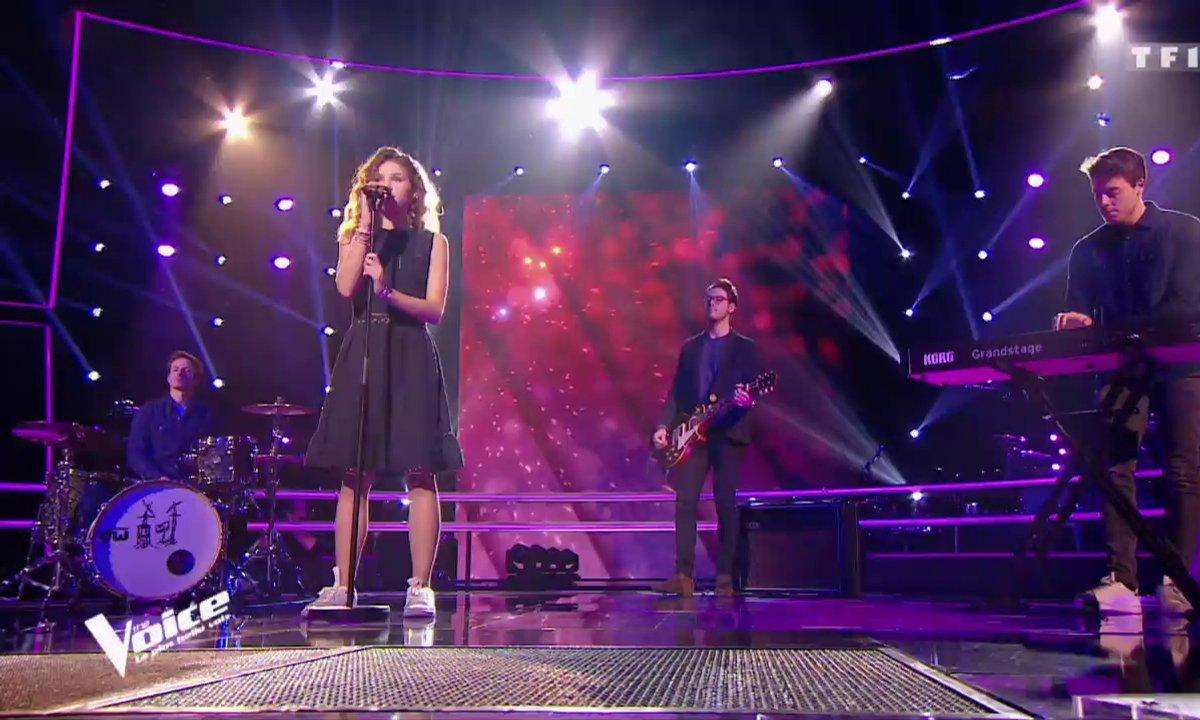 """Lou interprète son single """"A mon âge"""" sur la scène de """"The Voice"""""""