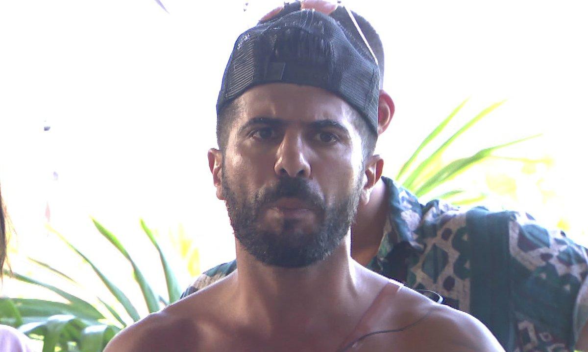 Thomas met un terme à sa relation dans l'épisode 22 de La Villa des Cœurs Brisés