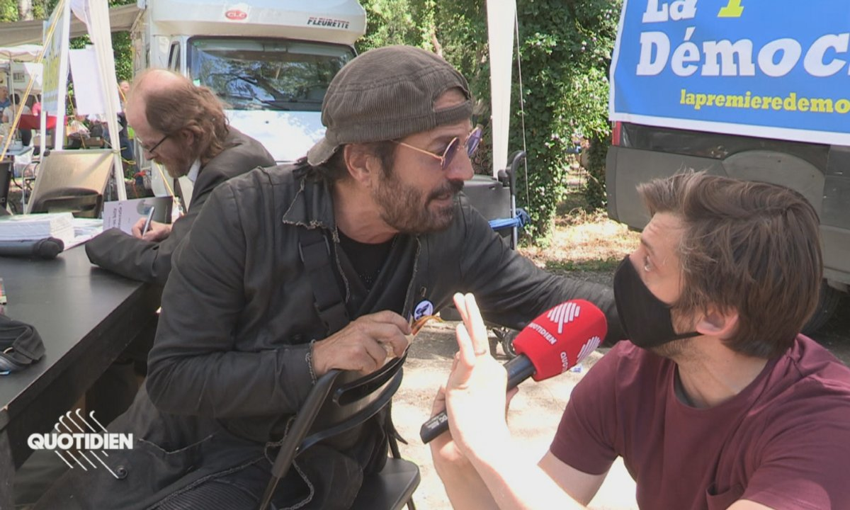 Francis Lalanne prend violemment à partie deux journalistes de Quotidien