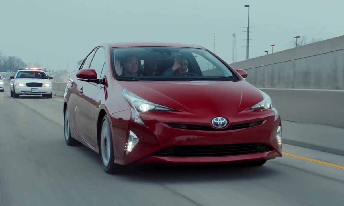 La Toyota Prius 2016 en mode-course poursuite pour le Super Bowl