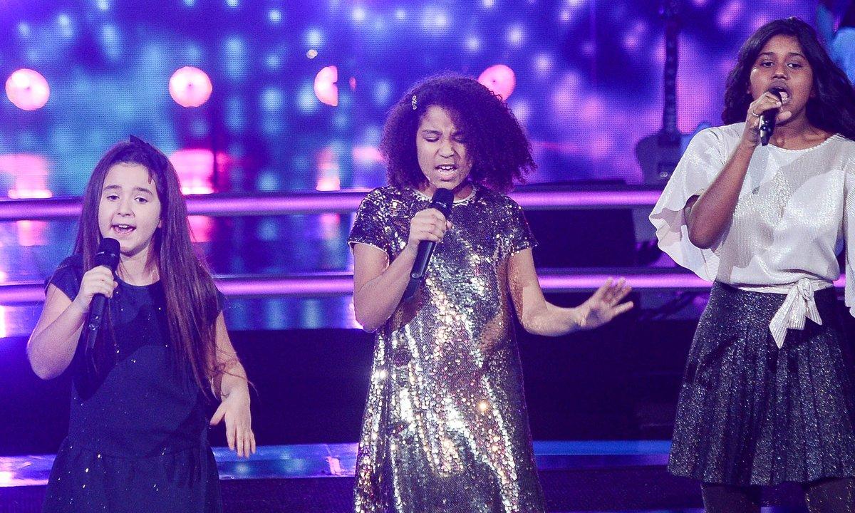 The Voice Kids 2020 - Battle -  Rania vs Flora vs Myriam chantent « Dans un autre monde » de Céline Dion (Team Soprano)