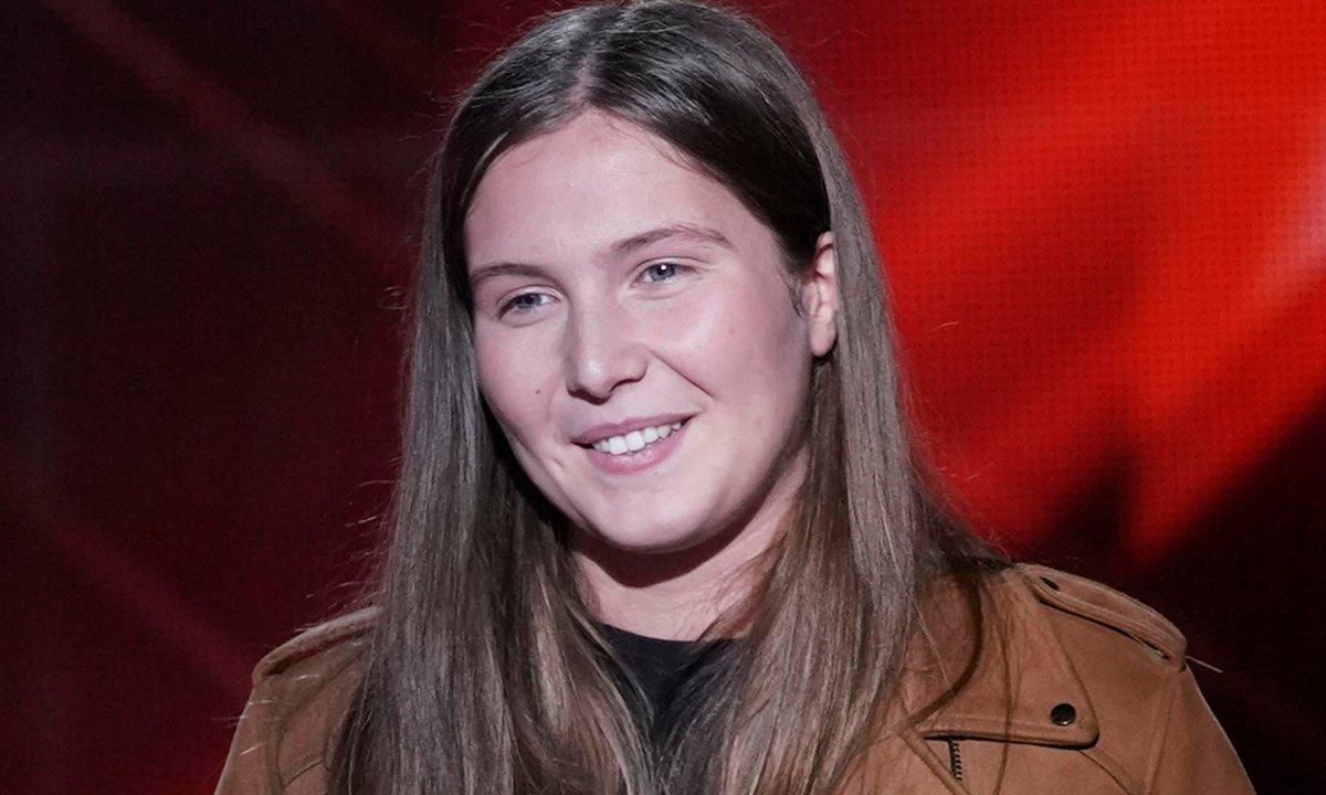 """The Voice Kids 2020 - Tess chante """"A fleur de toi"""" de Vitaa"""