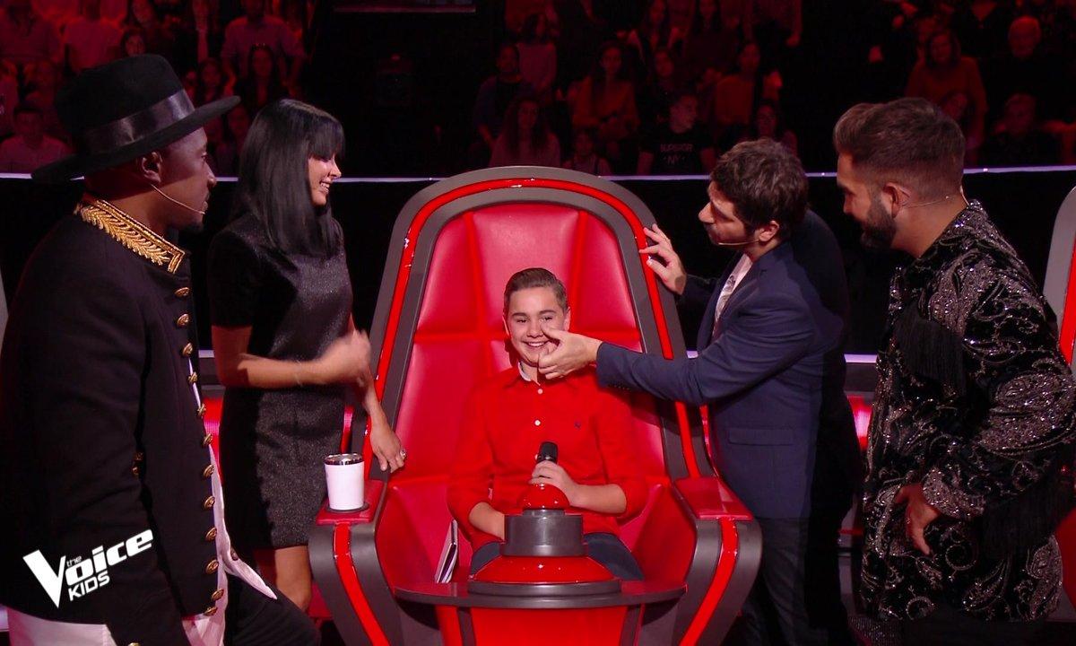 The Voice Kids 2020 - Mathis réconforté par le jury.