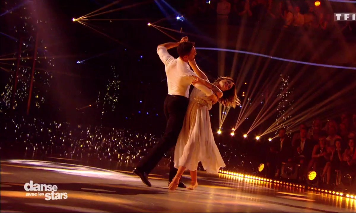Un foxtrot pour Caroline Receveur et Maxime Dereymez sur « Encore un soir » (Céline Dion)