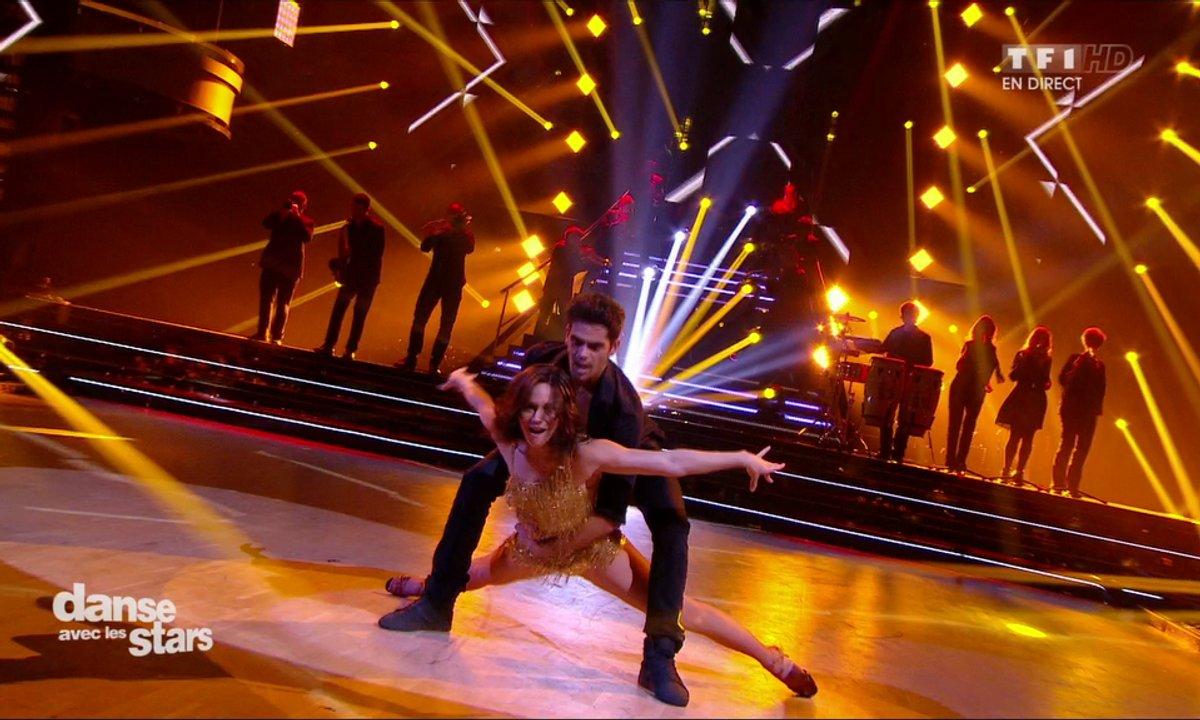 Une Salsa pour Nathalie Péchalat et Christophe Licata sur « I Like It Like That » (Black Out All Stars) deuxième danse