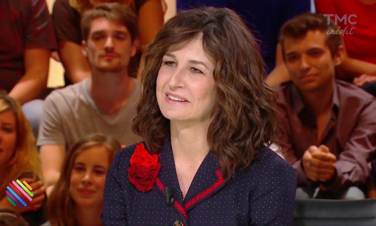 Valérie Lemercier en roue libre dans Quotidien