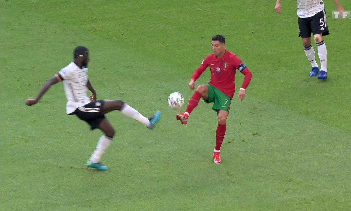 Portugal - Allemagne (1 - 0) : Le coup du sombrero de Ronaldo sur Rüdiger