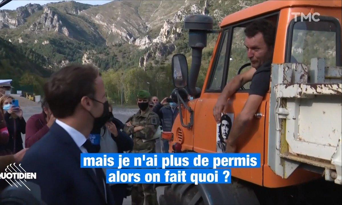 Vu pendant la visite d'Emmanuel Macron dans les Alpes-Maritimes: un homme qui avoue au président qu'il roule... Sans permis