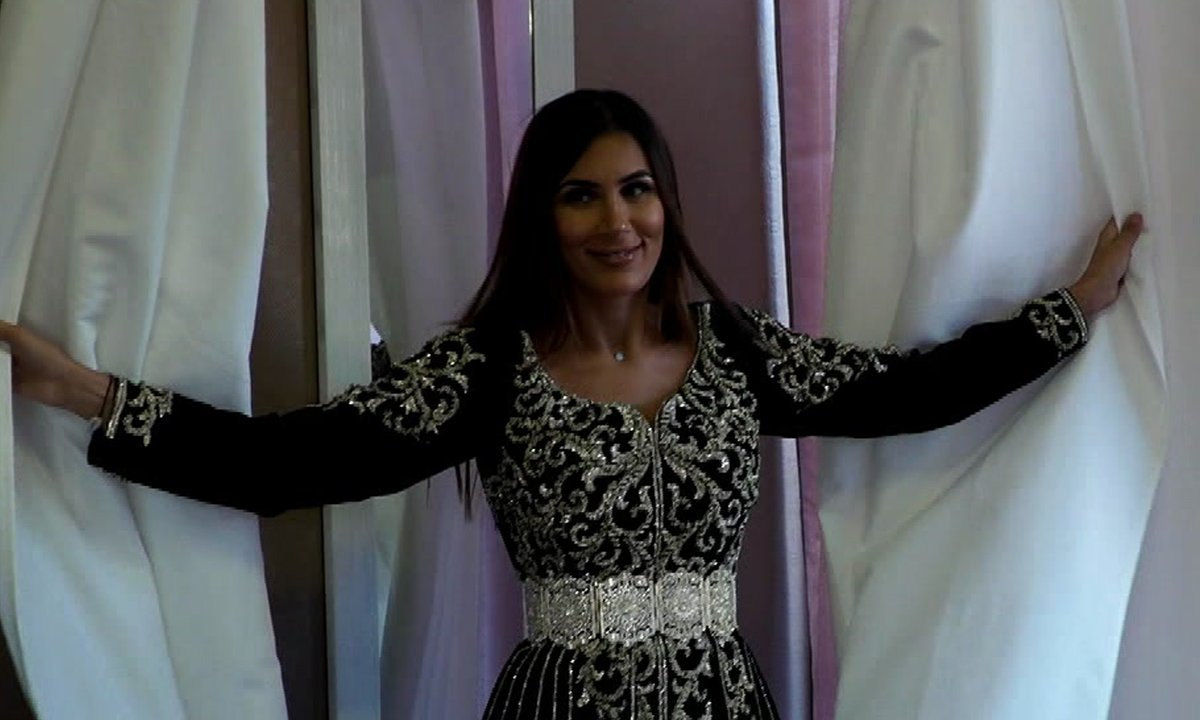 Wafa essaie des robes dignes d'un mariage princier