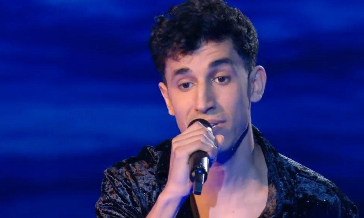 "The Voice 2021 – Youssef Zaki chante ""Falling"" de Harry Styles (KO)"