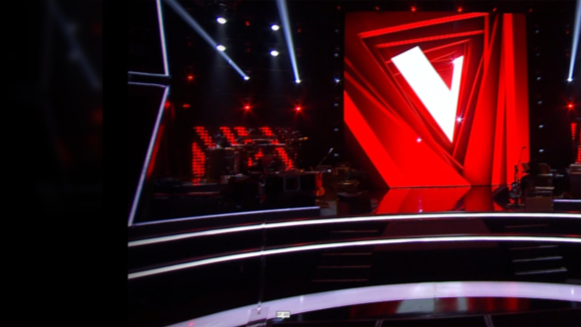 "fond The Voice 2021 - Lummen Nae chante ""Blinding Lights"" de The Weeknd"
