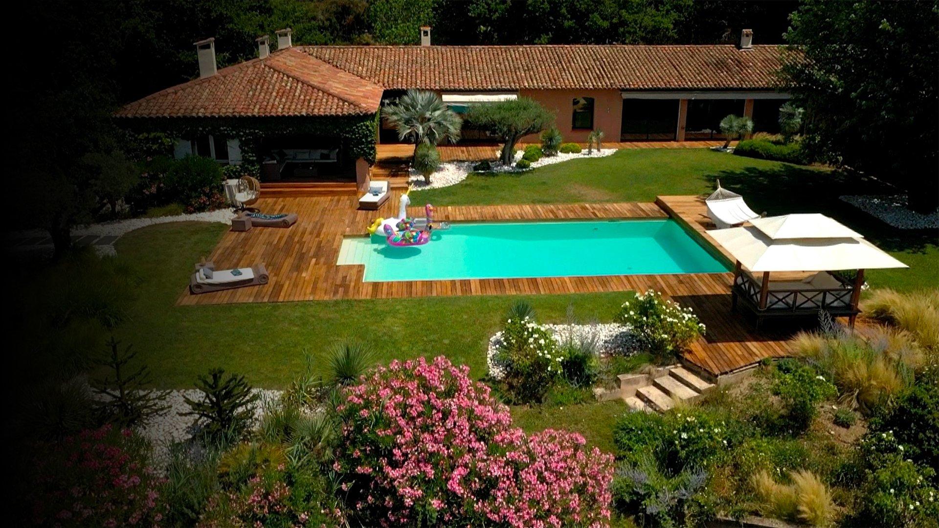 fond EXCLU - Visitez une villa californienne aux accents provençaux