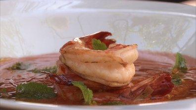 Soupe froide de pastèque et gambas rôties à l'ail et au piment