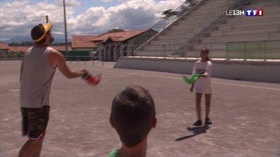 A Bidart, deux champions du monde initient les vacanciers à la Cesta Punta