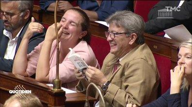 A l'Assemblée, Jean-Luc Mélenchon se marre... en plein discours sur les petites retraites