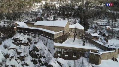 Un village fortifié des Alpes du Sud