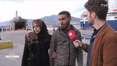 A Lesbos, des réfugiés entassés dans un bateau et des habitants dépassés