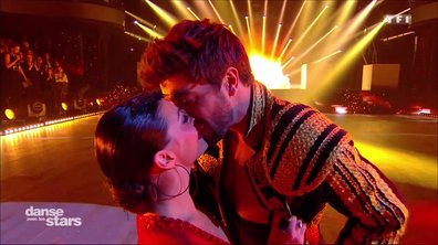 Agustin Galiana embrasse fougueusement Candice Pascal