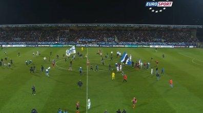 Vidéo insolite : Quand les supporteurs d'Auxerre envahissent le terrain avant la fin du match