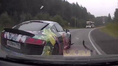 Insolite - Russie : une Audi R8 percute sa voiture et s'enfuit