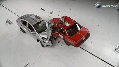 Le crash-test entre la Nissan Tsuru 1991 et la Versa 2016