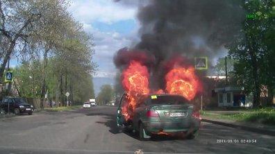 Insolite : elle allume une cigarette, sa voiture prend feu