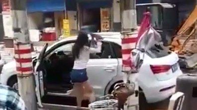 Insolite : Elle casse une voiture de luxe jugée trop petite