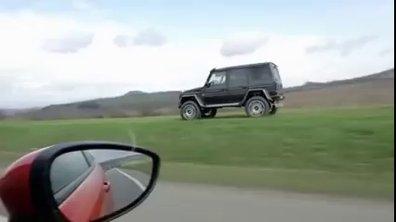 Insolite : il double avec une Mercedes G500, mais pas par la route !