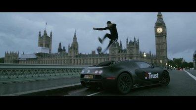 Insolite : il jongle sur une Bugatti Veyron