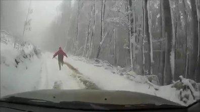 Insolite : il oublie son frein à main, la voiture finit sur le toit