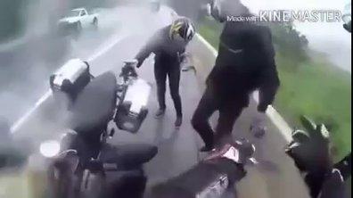 Insolite : Il sauve sa copine lors d'une chute en moto