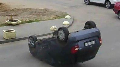 Insolite : une Škoda Fabia sur le toit