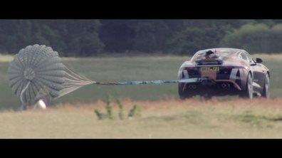 La Jaguar F-Type R teste les parachutes de la Bloodhound