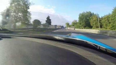 Dans l'Aston Martin Vulcan sur le circuit du Mans