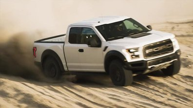 Le Ford F-150 Raptor 2017 en action dans le sable