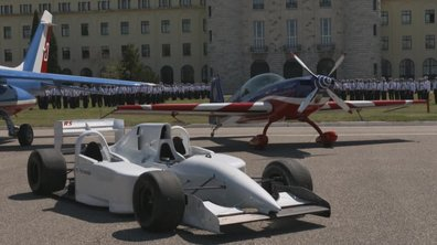 Teaser : F1 triplace face à l'avion de voltige Extra dans Automoto