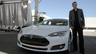 Tesla lance le stationnement téléguidé