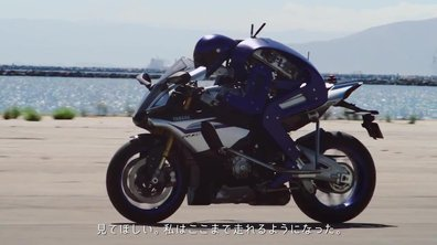 9214db991d7 Motobot : Valentino Rossi rencontre la moto autonome de Yamaha ...
