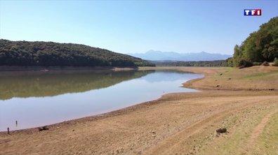 Avec la chaleur, le niveau d'eau du lac de l'Arrêt-Darré baisse dangereusement