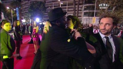 Le baiser d'Issa Doumbia et Laurie Cholewa